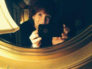 jeannette-mirror-selfie